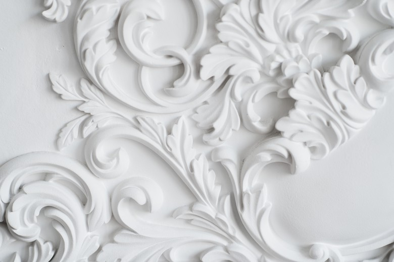 luxury-white-wall-design-bas-relief-with-stucco-PAMHYFG